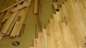 Cómo instalar pisos de madera dura 3