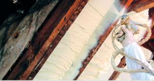 Use ropa protectora cuando utilice el aislamiento con espuma de poliuretano en