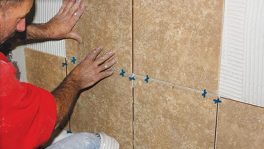 C mo instalar baldosas y azulejos paso a paso constru for Azulejos pared exterior