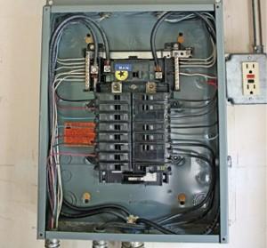 Cómo agregar un circuito a un panel eléctrico 1