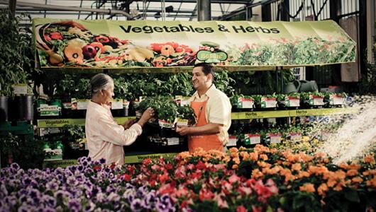Los especialistas en jardinería de Home Depot