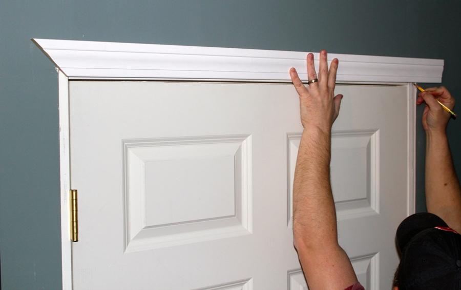 Consejos para cortar molduras constru gu a al d a for Como poner una puerta de madera con marco