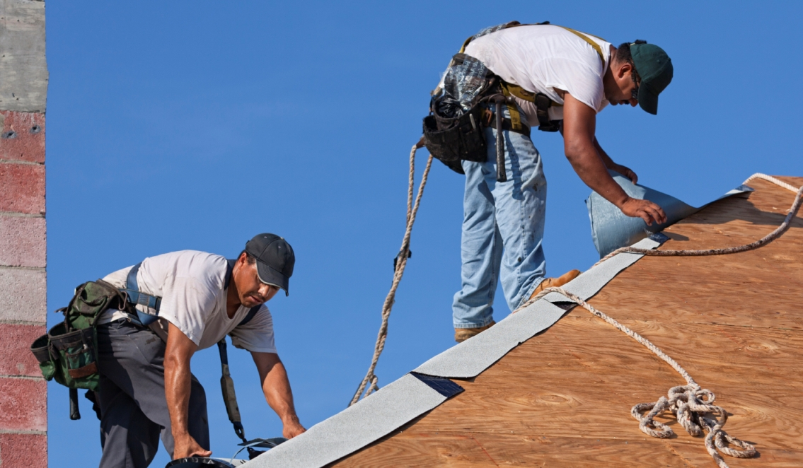 C mo instalar techos a prueba de tormentas constru gu a for Como encielar un techo