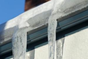 Cómo reducir el daño de los trozos de hielo en el tejado