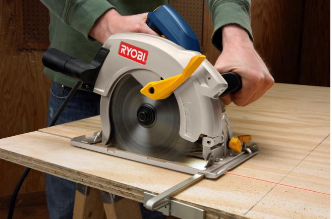 C mo hacer m s con una sierra circular constru gu a al d a - Sierra de mano para madera ...