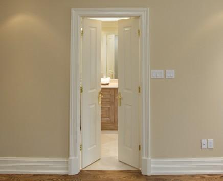 C mo enmarcar puertas interiores precolgadas constru - Molduras para puertas de interior ...
