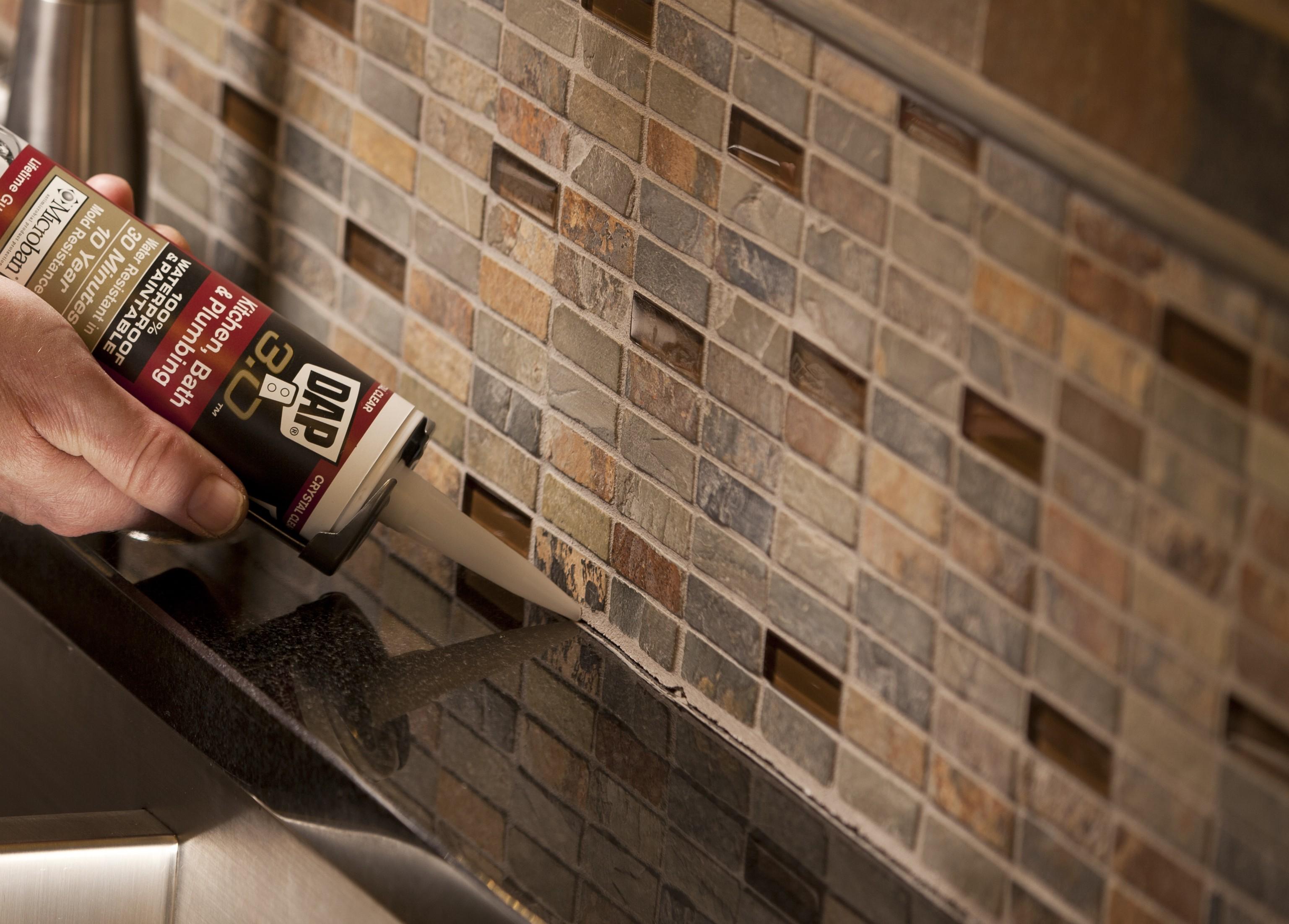 Instalar Un Backsplash De Vidrio En La Cocina Constru Gu A Al D A ~ Mosaicos De Azulejos En Paredes