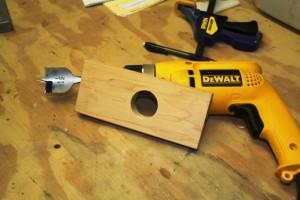 Trabajar con una broca de espada para taladrar agujeros grandes