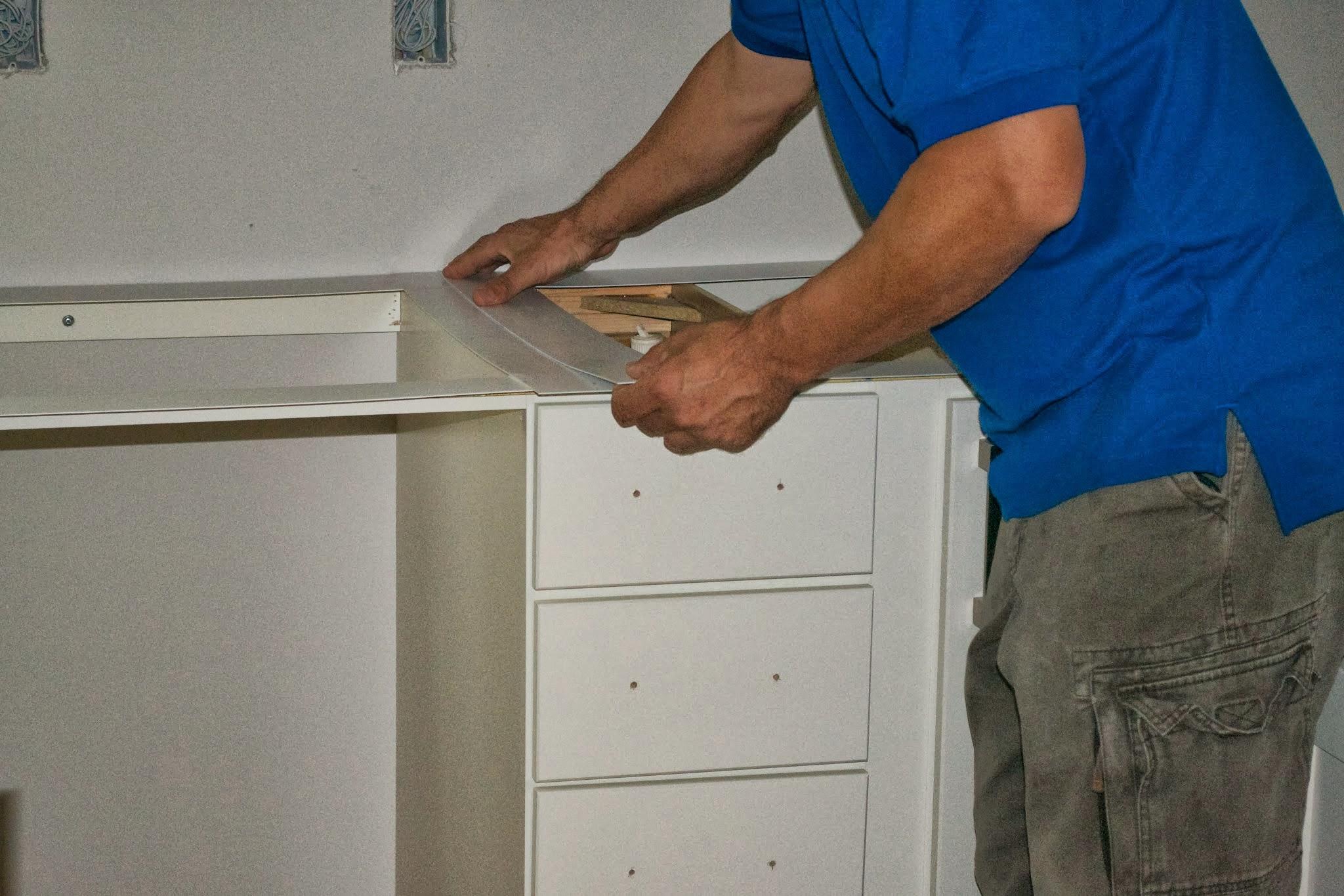 Plantillas para las encimeras de cocina constru gu a al d a - Como colocar marmol ...