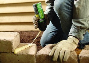 El adhesivo de jardinería también puede usarse para fijar las piedras,adoquines que estén sueltos o flojos