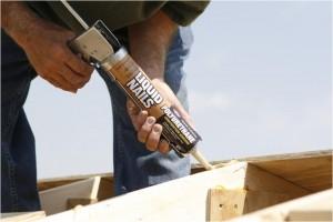 Reparaciones con adhesivos para construcción en cobertizos y construcciones anexas