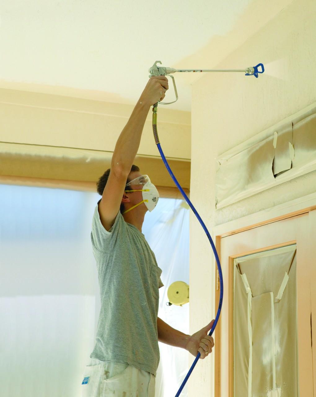 C mo usar un rociador de pintura sin aire - Como pintar un techo ...