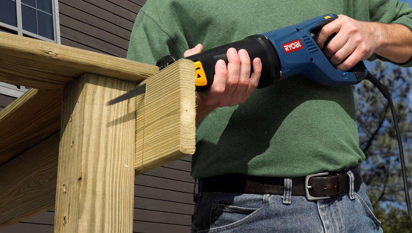 how to use a reciprocating saw to cut wood