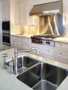 Cómo instalar un fregadero de cocina