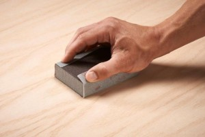 Papel de lija ultraflexibles de 3M dura más que el papel de lija convencional