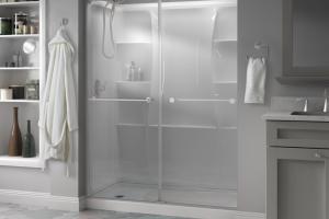 ducha de estilo contemporáneo de Delta