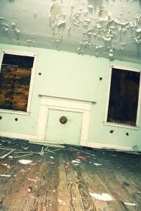El plomo en la pintura es otro de los riesgos de renovar casas viejas