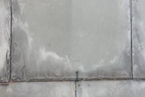 Cómo reparar un techo de tejas de pizarra?