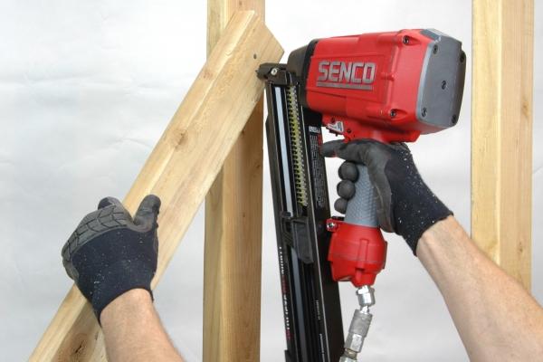 Use las herramientas eléctricas de manera segura 8
