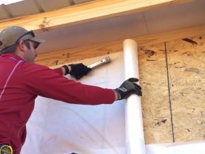 Instalación de láminas de madera contrachapada