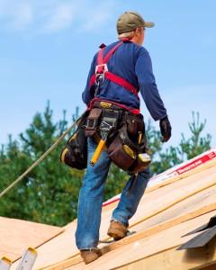 Cómo usar la protección contra caídas y el arnés de seguridad