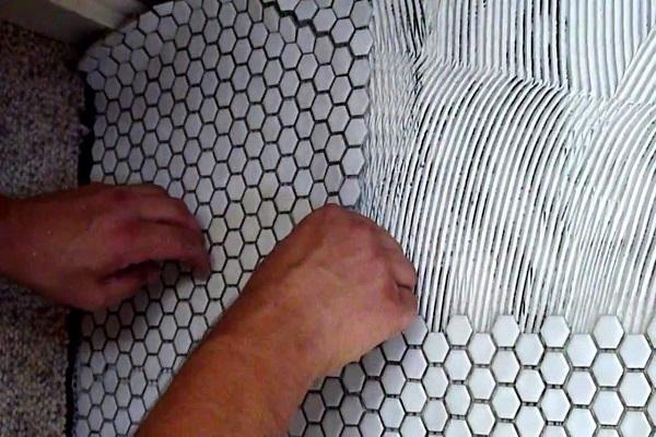 Instalar azulejos de mosaicos