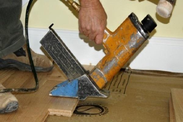 La dirección correcta para colocar pisos de madera