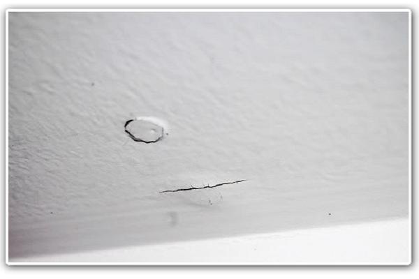 Cómo resanar un agujero en una pared de drywall