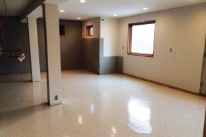 Para los pisos de los sótanos use una pintura acrílica sólida para concreto.